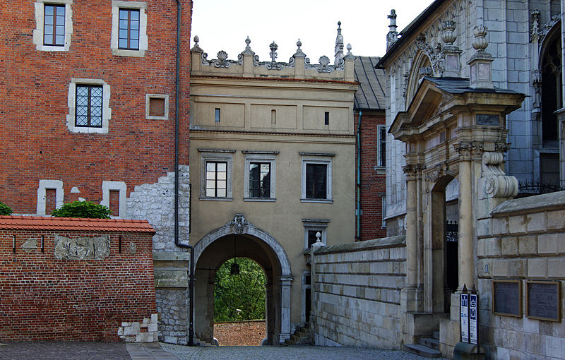 wawel_hill_gate_of_the_vasas_view_from_s_old_town_krakow_poland